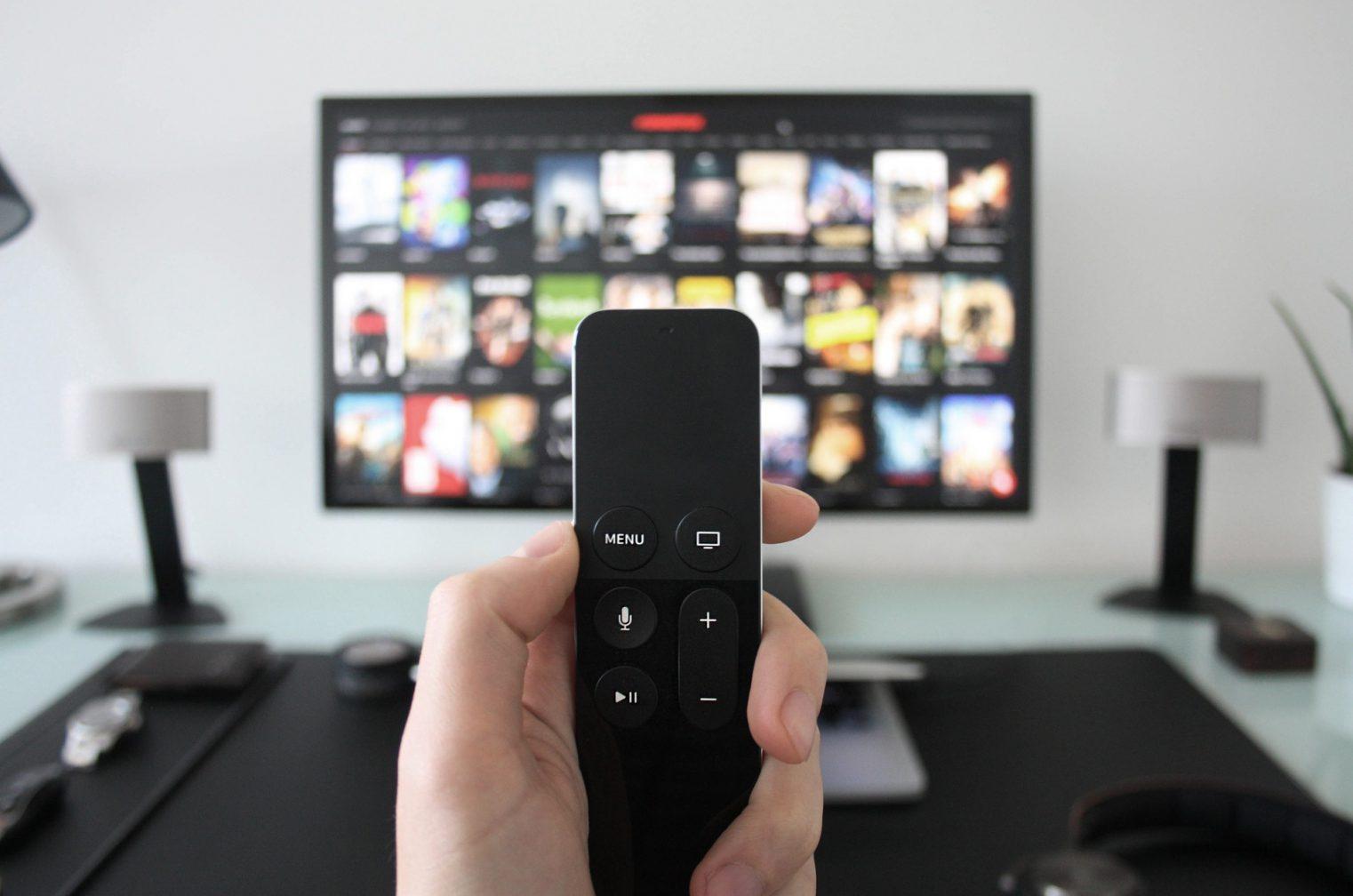 映像制作会社の社員は年末どんなテレビ番組を見る? アンケートを取ってみた